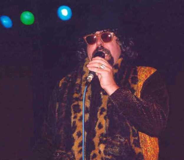 Bill Saunders, vocals